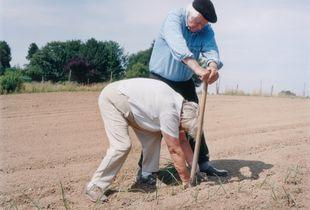 Margret and Walter planting leeks