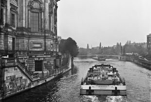 01_Boat in the water with facade West Berlin in April 1989_JAC.jpg
