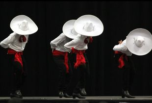 Ballet Kuxtal Folklórico