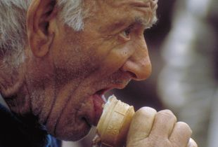 Eating Ice cone, 1