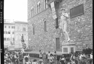 David watching Tourists, Firenze, Italy 2018