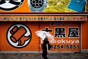La dame au parapluie à Akihabara / The woman with the umbrella in Akihabara (Tokyo/Japan)
