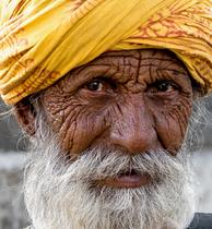 mumbai slum beggar