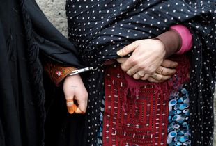 Arresting of two women accused of retail drugs