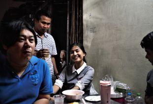 roadside gathering, Khlong Toei