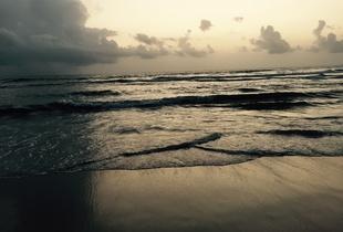 walking on benaulim beach/WOBB 1