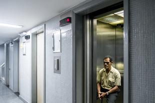 Luiz Carnes, liftman / Avenida Quitanda 30