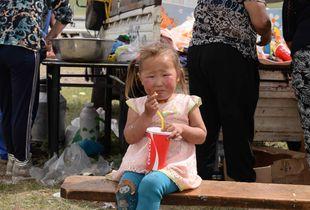 Petite nomade mongole au Festival de Naadam
