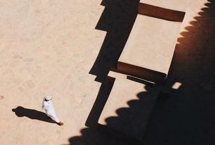The Omani walking in Nizwa Fort