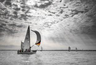 Radiant sailing boat