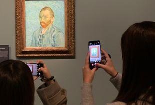 Grab a piece of Van Gogh on my phone