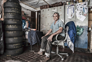Invisibles - José: tyre worker