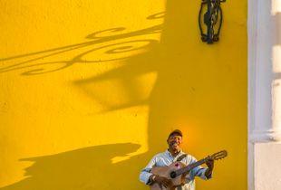 Guitar player, Habana Vieja, Cuba