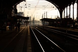 The 15h55 - 1 - Train station