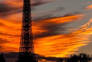 Torre no por do sol
