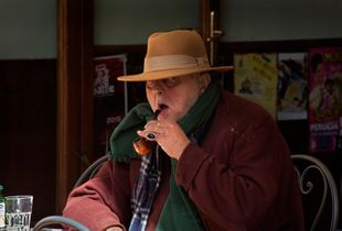 Smoking a pipe in Assisi