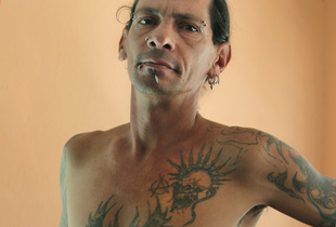 Gerson self infected with HIV in mid nineties, he lives in ex-sanatorium in Pinar del Rio with his wife, Yoandra