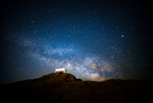 Lovers bench & milky way