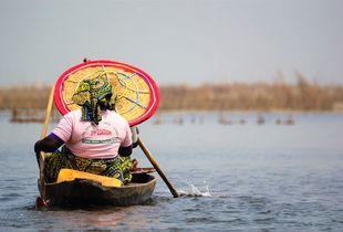Rowing alone - Ganviè (Benin)