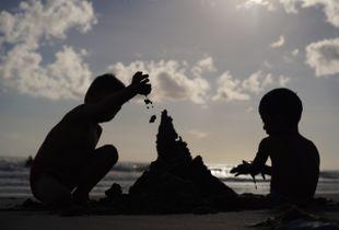 海滩上人们的状态之一