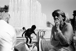 Woman by a fountain with kids