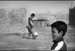 Play football in Sahara. The training 1/4