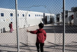 Child is entering VIAL detention center in Chios
