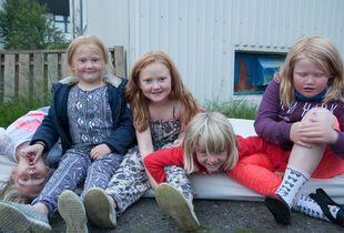 Girls on a Mattress, Iceland