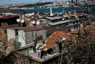 Laundry and Satellite dishes on the Golden Horn