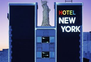The Statue of Hotel New York, 2005-2013, Chromogenic Print, 178x220cm