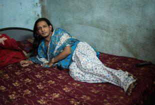 Gomzi, a 28 year old hijra who works in the sex trade in Mumbai  © Alison McCauley