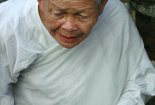 VERY OLD BUDDHIST NUN