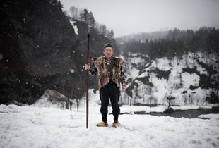Ito Ryoichi, guardian of the matagi museum in the region of Oguni (Akita), dressed with traditional clothes of matagi hunters in XIX century. Nowadays they only use some part of this gear during special rituals.