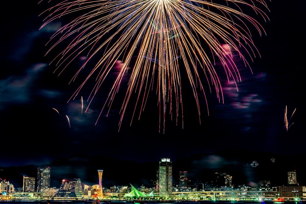 Takahiro Bessho - Fireworks in Japan | LensCulture