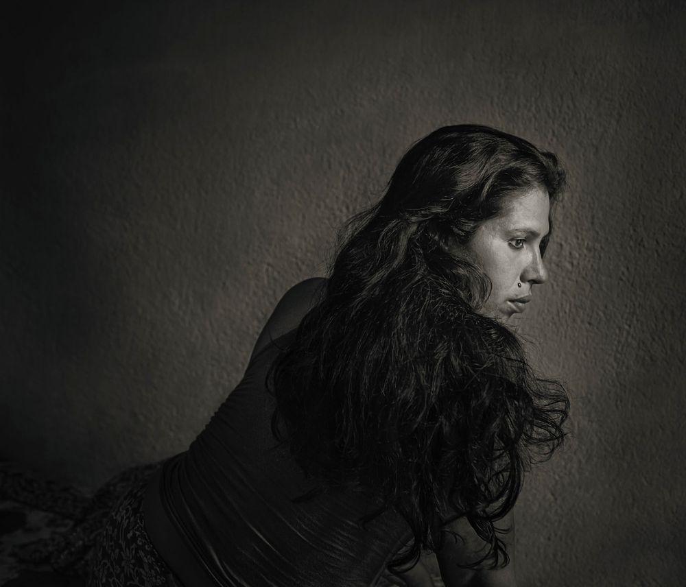 Rumi, 39 anos, deu a seu parceiro tudo, mesmo além de seu corpo.  Mas o fato permanece - seu namorado só poderia retornar um mero gosto.  O amor é uma mercadoria muito maior.  Calcutá, Índia, 2014 © Shahria Sharmin