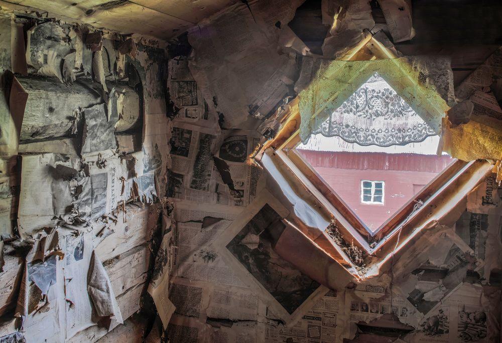 Pål Hermansen - Abandoned farmhouses | LensCulture