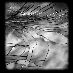 Clara Mill 02_Cracked Miror serie
