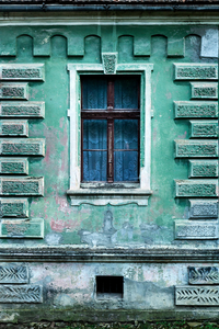 Faded green house with plaster keystone & rusticated quoins, Daia 2015
