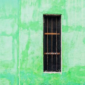 Skinny window. / Una finestra dimagrita.
