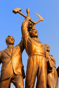 One of the many statues and symbols of strength in Pyongyang.
