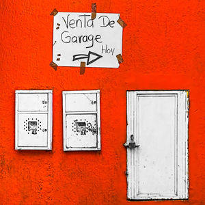 Garage sale, today. Vendita di Garage, oggi.