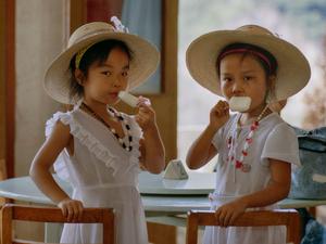 GIRLS BY YANGTSE RIVER CHINA