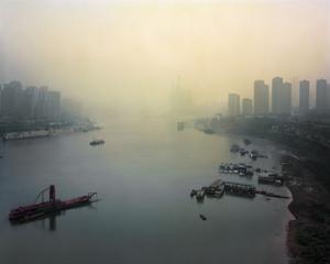 Confluence du fleuve Yangsté et de la rivière Jialing, Chongqing. Chine, Décembre 2017.