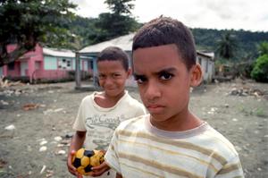 Niños playa, Cuba