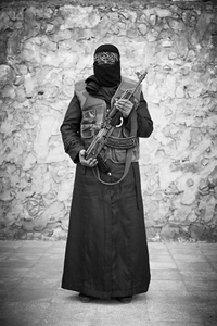 """Om Faraj, 30 years old housewife, no children: """"Being mistreated by a regime security guard in front of my husband was the most humiliating thing that has ever happened to my family, I picked up a weapon, I joined the fight."""" © Sebastiano Tomada"""