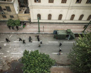 """Soldiers on el Shaikh Rihan, in the """"red zone"""" protected by wall and police, the day after the clashes near the école française on January 26. The Police control protesters from the top of the roofs of the buildings with stone throwing and tear gas.   © Domenico D'Alessandro"""