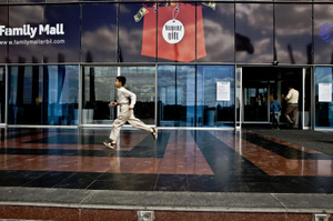 A Kurdish boy runs in front of the entrance of the Family Mall, the biggest mall in Erbil. © Tom Verbruggen