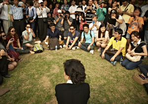 At the Seoul National Cemetery, after having visited her father's grave.On her way out she ran into a crowd of young people, and she sat down to talk with them for a moment.