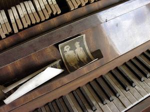 TRACES-TCHERNOBYL - Le piano aux enfants