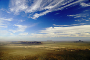 Tankwa Karoo landscape / From a vantage viewpoint the eye wanders on the plains and hills of the Tankwa Karoo up to the horizon and the far away Cederberg Mountains.